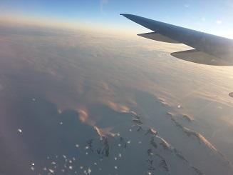 Der Flug über Grönland im Morgenlicht