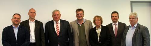 Seitens des Verbändedialoges nahmen Ulrike Villinger (DGSP – Sektion Pflege), Heinz Lepper (BFLK, BAPP und KJP), André Nienaber (DFPP), Stephan Bögershausen (DGPPN –Referat Pflege), Prof. Dr. Michael Löhr und Prof. Dr. Michael Schulz (beide Lehrstuhl Psychiatrische Pflege und DFPP) teil.